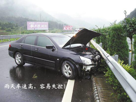 轮胎侧滑车速控制不好,汽车失去方向。