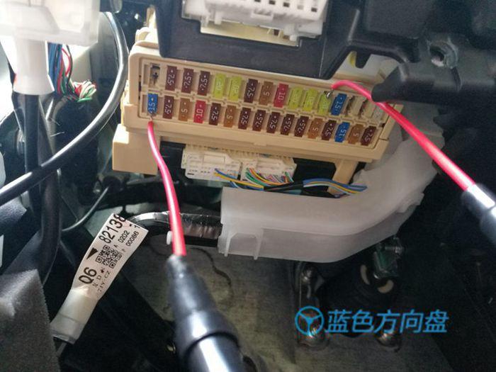 焊接线保险丝插入保险盒